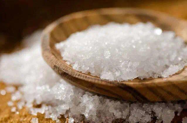盐,是所有烹饪中必不可少的调味料,咸味,可以提炼出食物本味的鲜美。