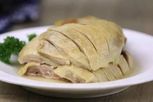 早在六朝时期,南京就开始制作鸭馔,在当时,盐水鸭就已是南京颇具盛名的菜肴。